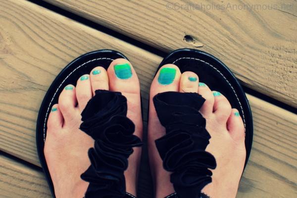 neon toe nails