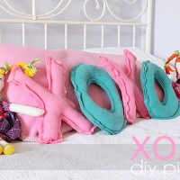 Valentine's Craft Tutorial: XOXO Pillows