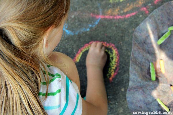 craft a quick no-sew pouch for sidewalk chalk