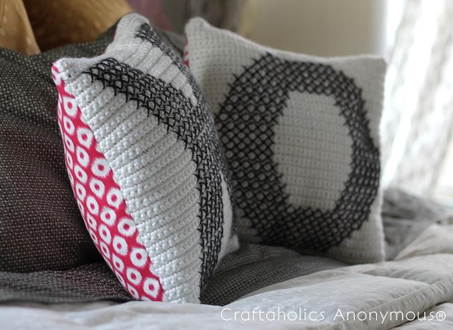 how to crochet a pillow