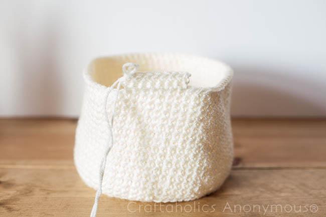 Crochet Easter Basket tutorial- super cute!