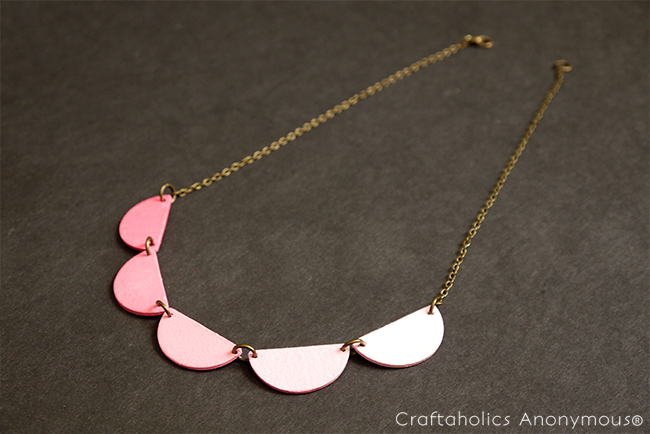 ombre wood scallop necklace tutorial. Very pretty and on trend!