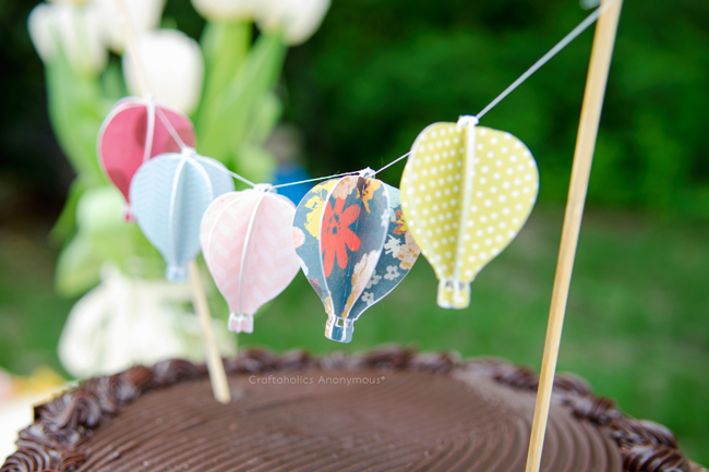 Tiny hot air balloon banner. Anything in mini version is so much cuter and this is not an exception!