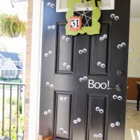 Halloween Googly Eye Door #MakeAmazing