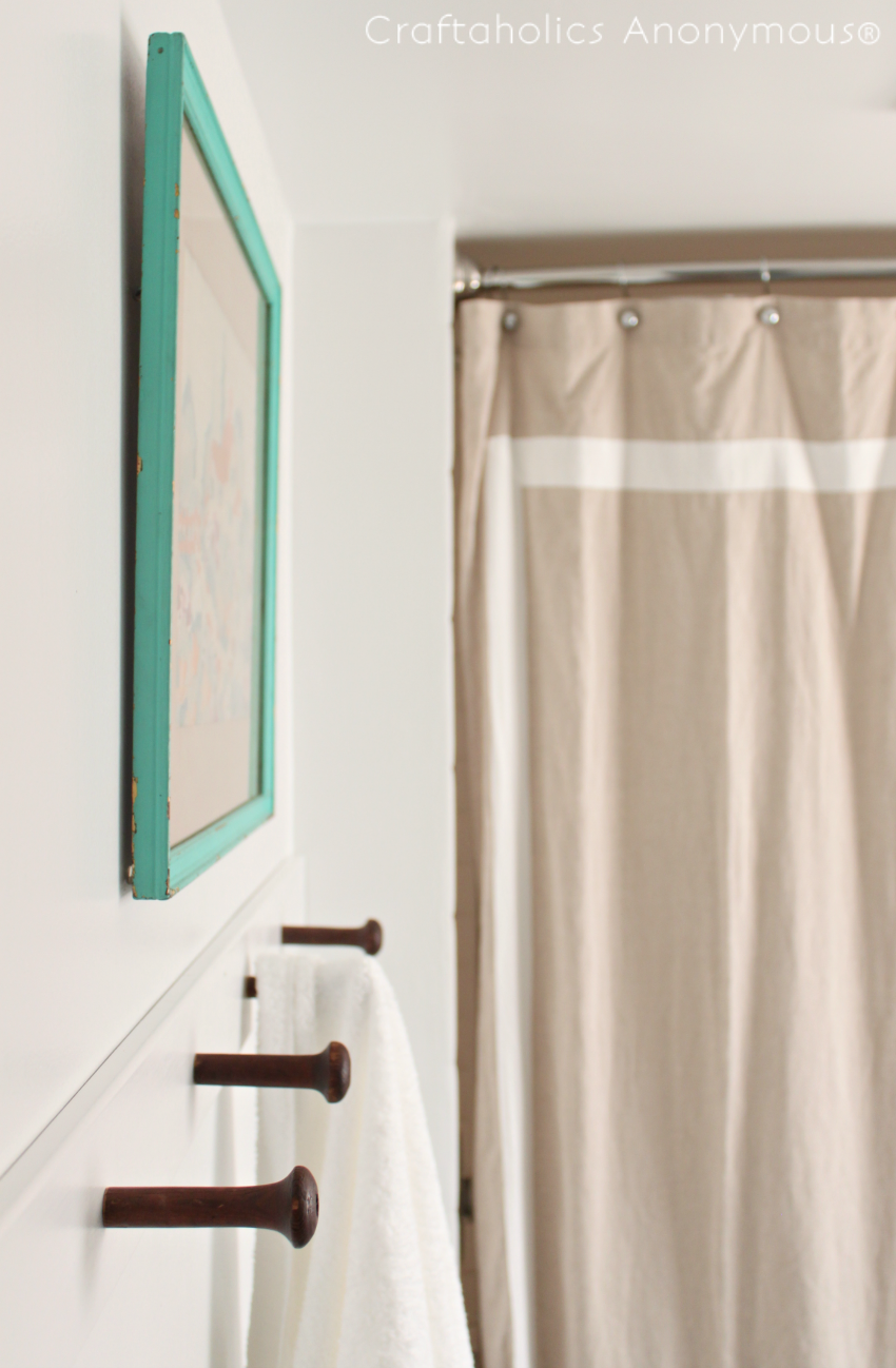 Simple DIY Towel Holder Tutorial || love the vintage wood pegs she used!
