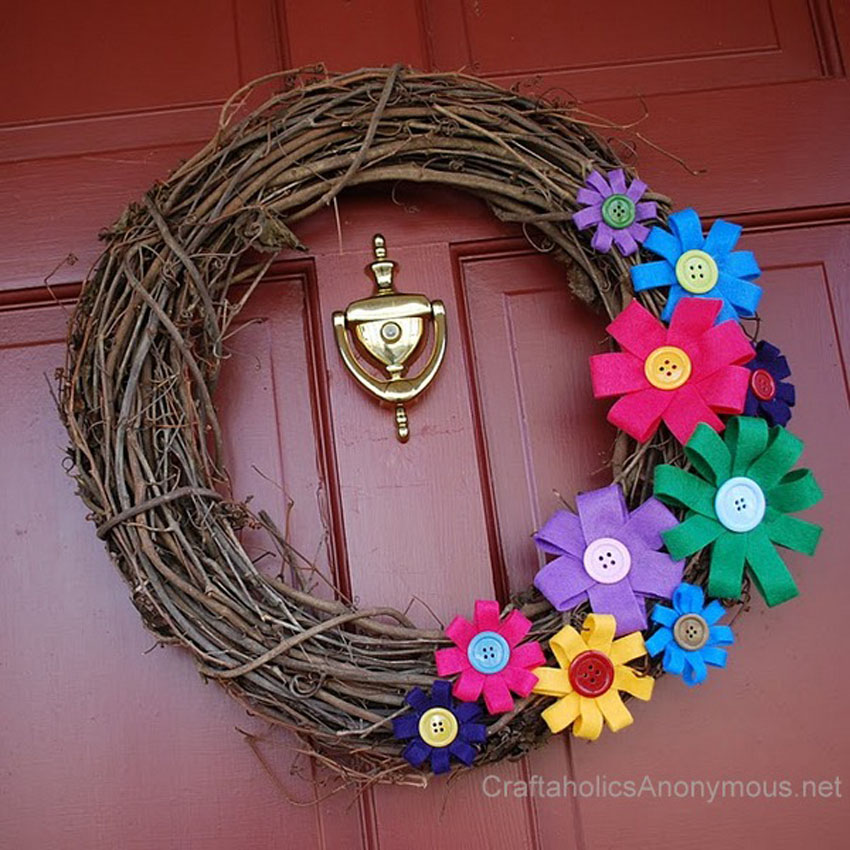 Colorful Spring Wreath Tutorial || Love the cute felt flowers!