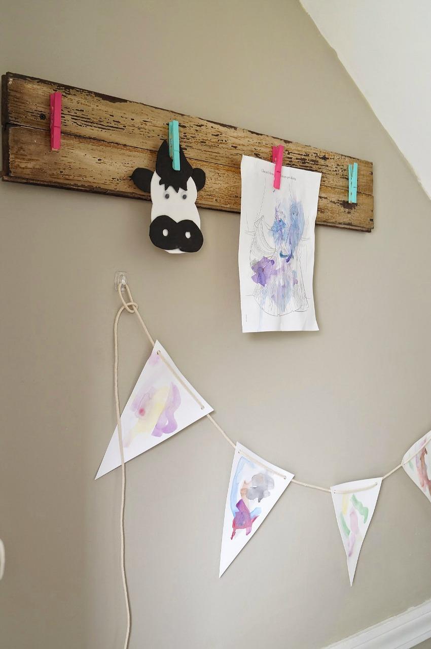 DIY Rustic Children's Art Display || Cut way to display kids artwork