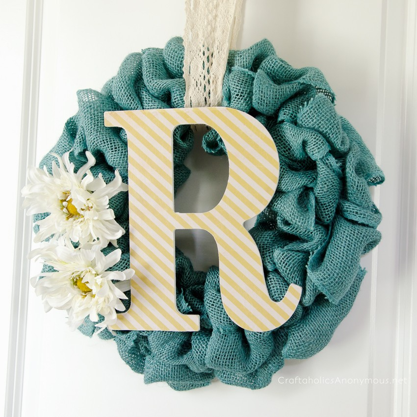 monogram burlap wreath || Easy to make and the texture is fabulous!