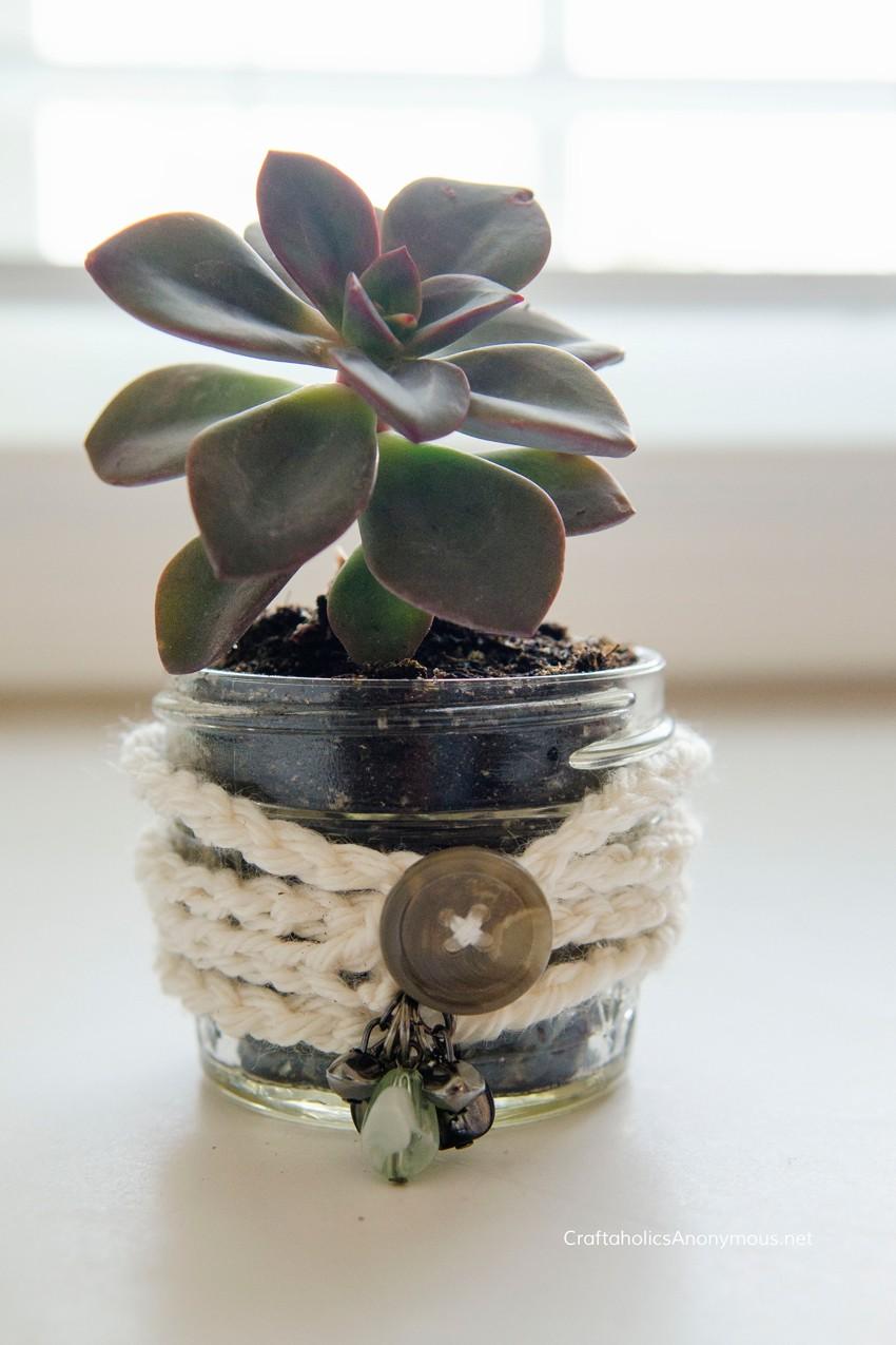 Chic boho crochet pot wrapper || this is so cute!