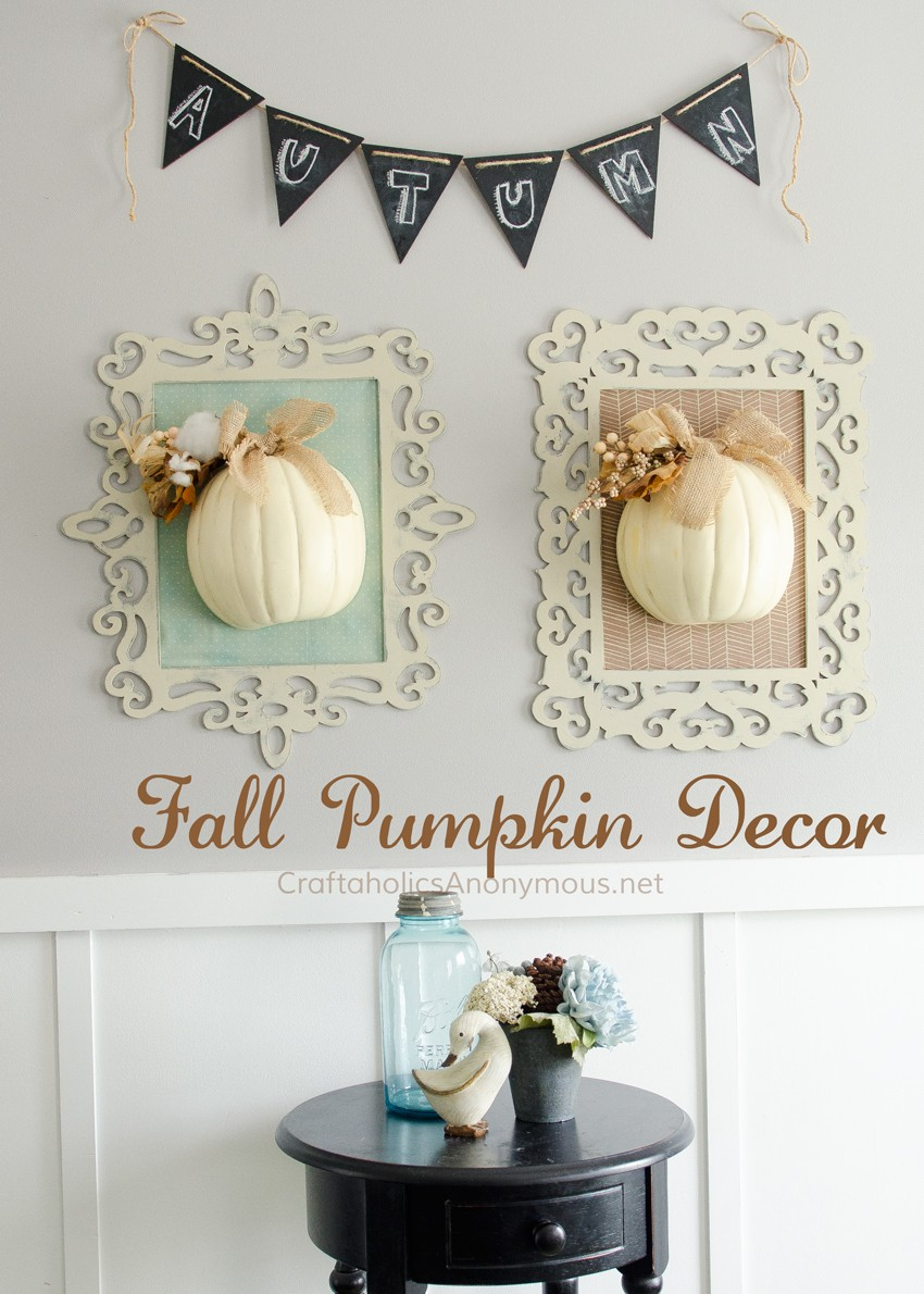 DIY Fall Framed Pumpkin Decor || Use chalk paint for pretty distressed wood frames.