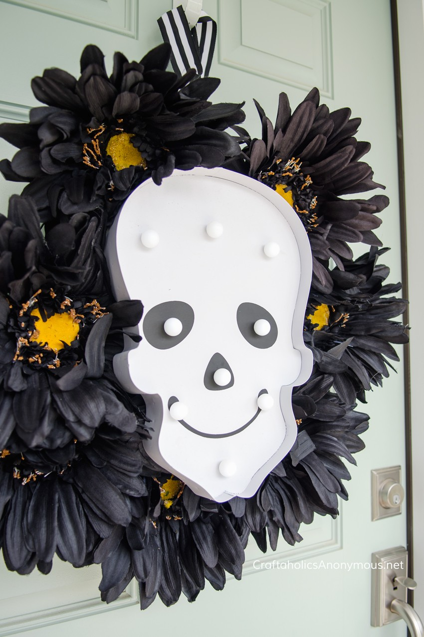 DIY Halloween Skull Wreath || Love that the lights turn on and glow in the dark. Perfect for Halloween night! Love this idea. found on www.CraftaholicsAnonymous.net