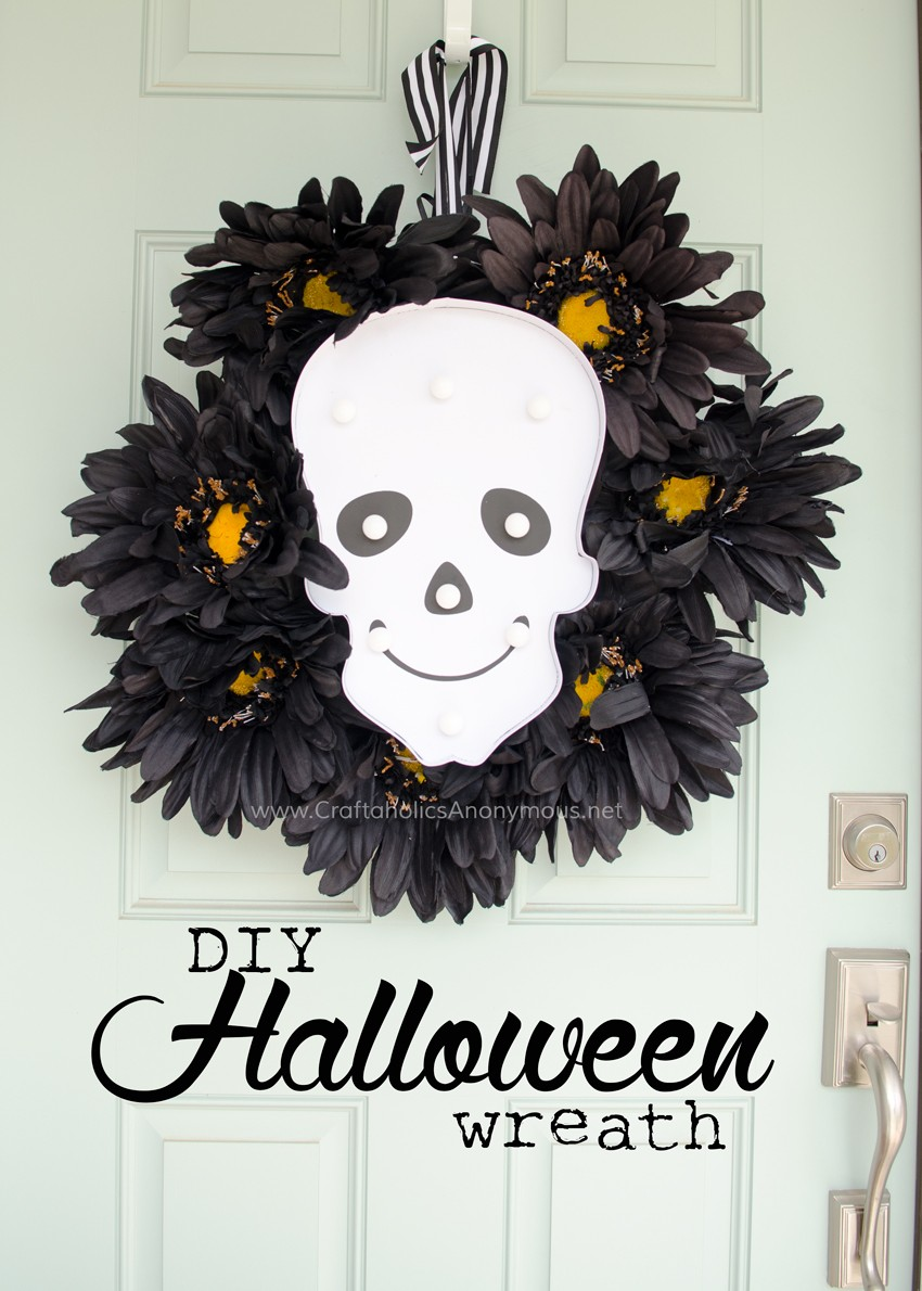DIY Halloween Wreath Tutorial || Love that the lights turn on and glow in the dark. Perfect for Halloween night! Love this idea. found on www.CraftaholicsAnonymous.net