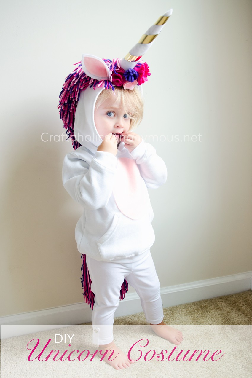 DIY Unicorn Costume for Halloween. Kids will love how comfy and warm it is! Love the thick mane and tail.