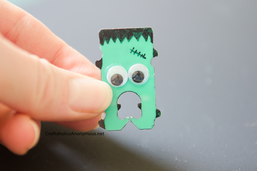 Frankenstein Bread Tag. Reuse bread tabs and turn them into art! Love this for a Halloween Kids craft idea