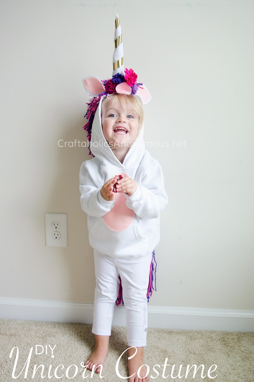 DIY Unicorn Costume for Kids :: Easy handmade Halloween costume that is comfy, warm, and cute!
