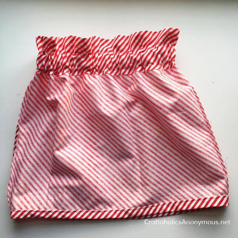 Little girl skirt Free Sewing pattern. Whips up in about 1 hour! Love the paper bag waist detail. www.CraftaholicsAnonymous.net
