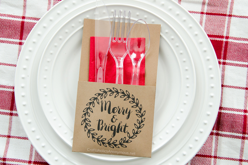 Free Printable Utensil holders for Christmas. These are perfect for holiday parties!