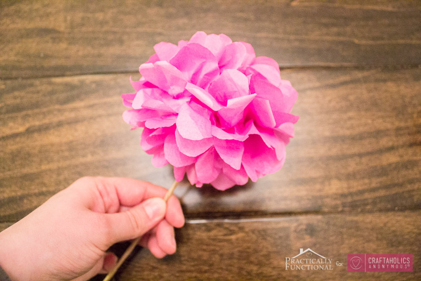 Pretty tissue paper flowers bouquet tutorial. Love these for weddings, Valentine's Day, spring, decor, etc.