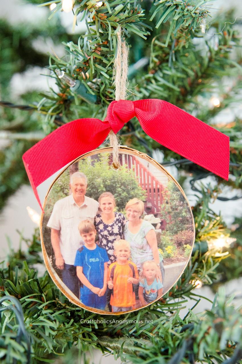 DIY Handmade Christmas gift :: Wood Slice Photo Ornament