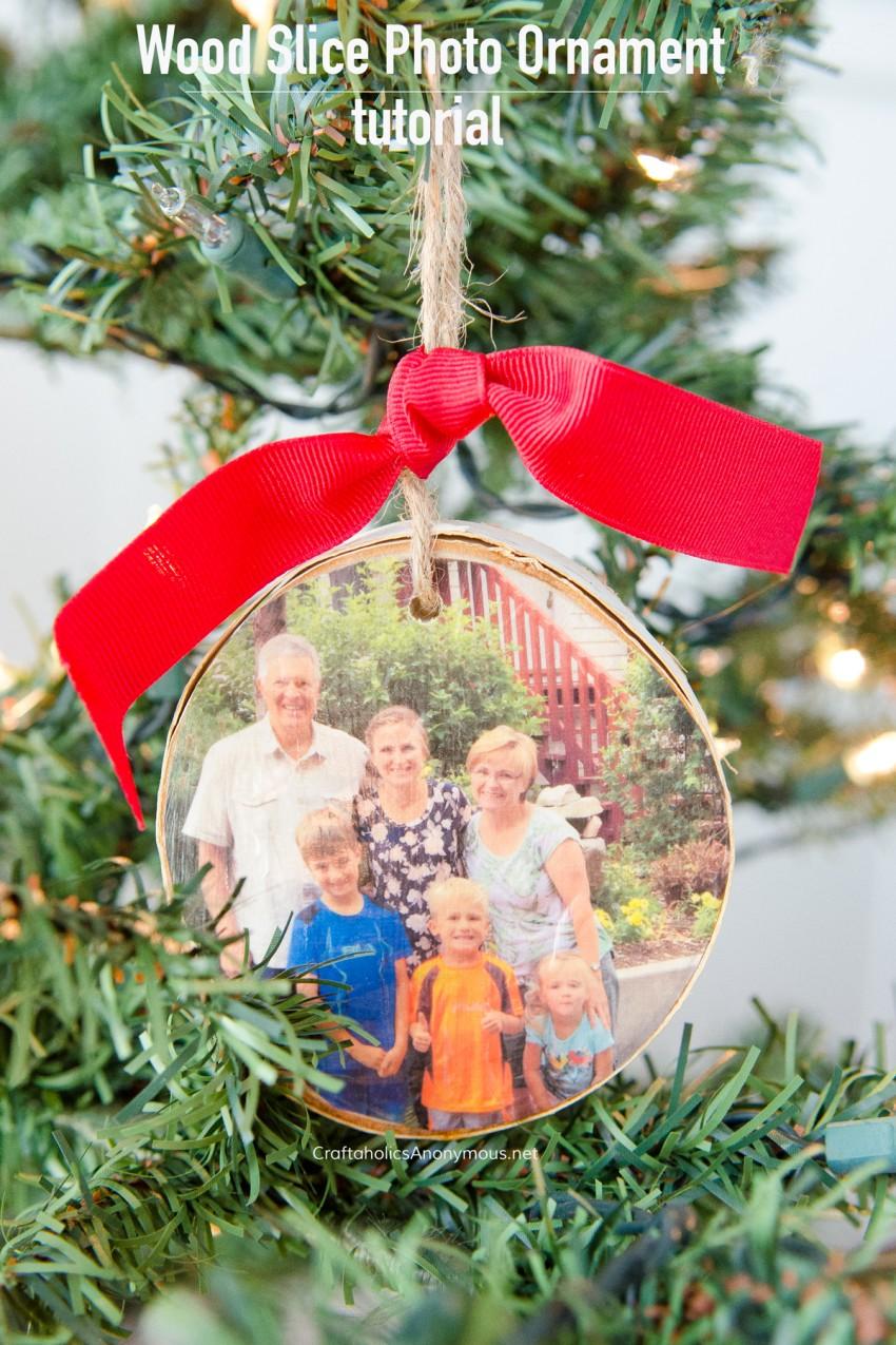 DIY Wood Slice Photo Ornament Tutorial :: Handmade Christmas Ornament