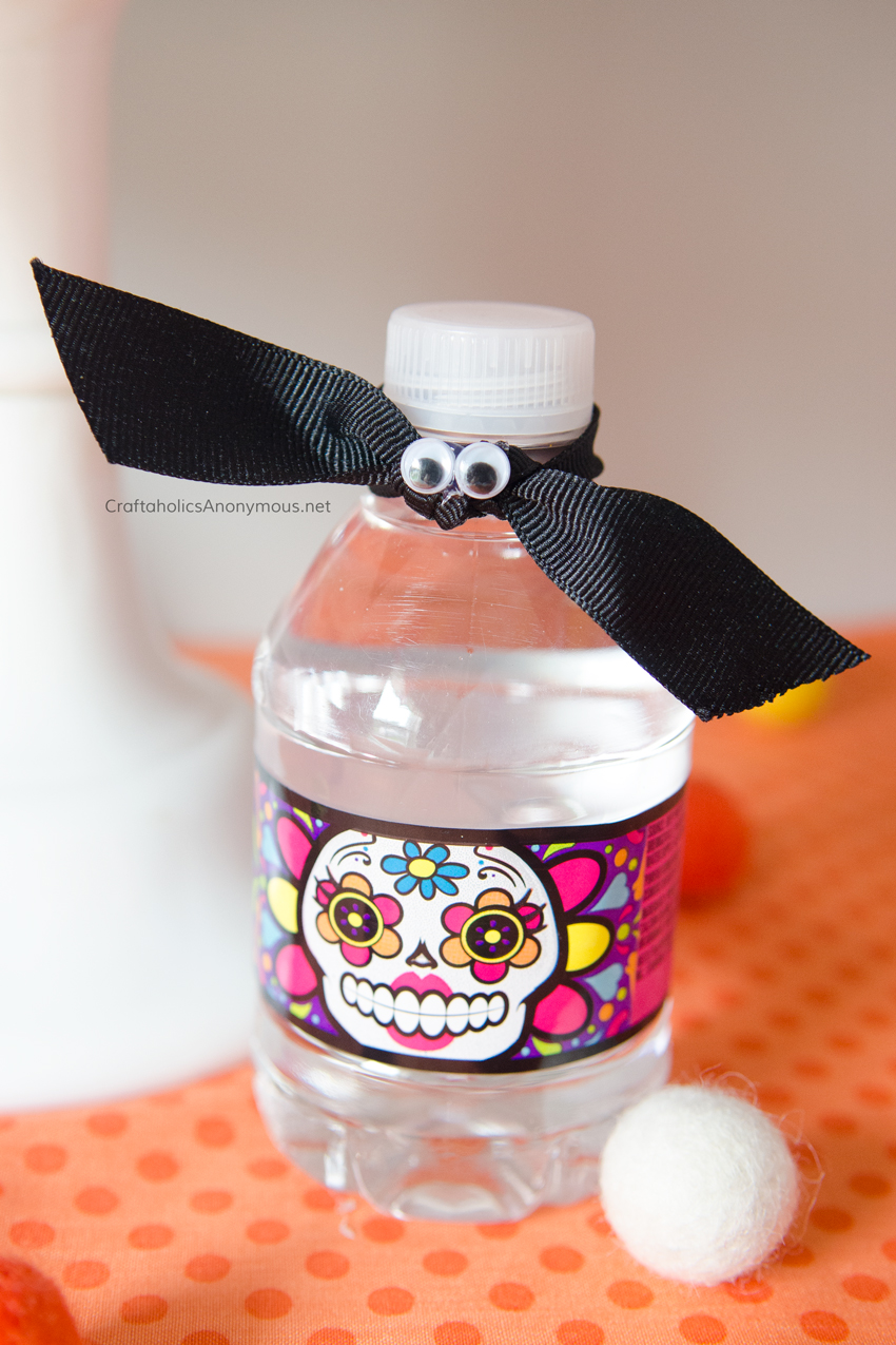 Bat Halloween water bottle toppers. Super easy! Just use googly eyes and black ribbon.