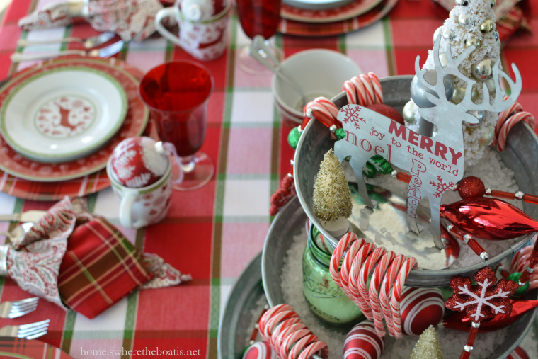22-christmas-tablescapes-home-is
