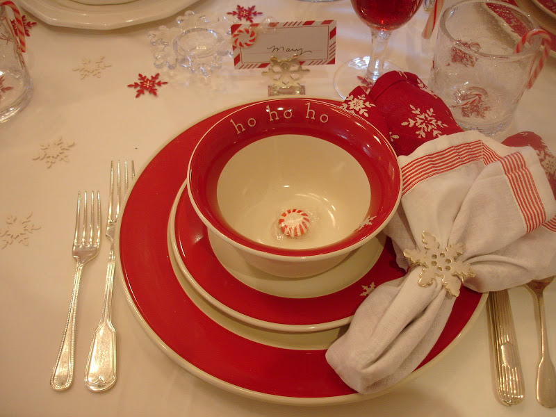 24-christmas-tablescapes-around-the-house