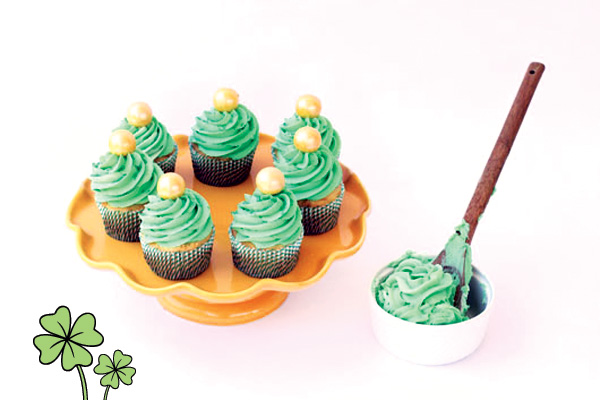 9 St. Patrick's Day Cupcakes HWTM