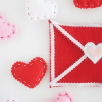 Easy Felt Envelope for Valentine's Day