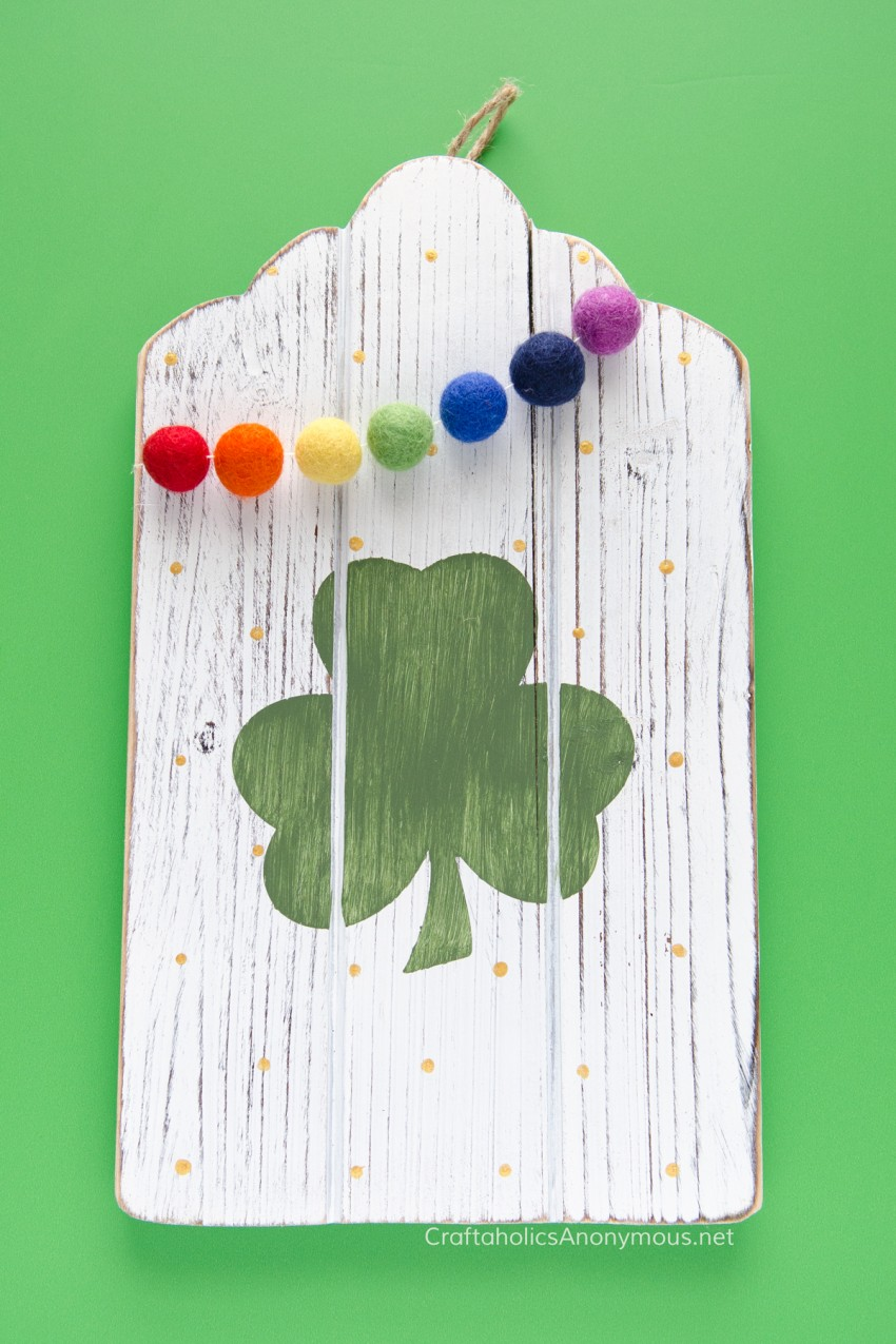 DIY St Patrick's Day sign :: Rainbow felt balls