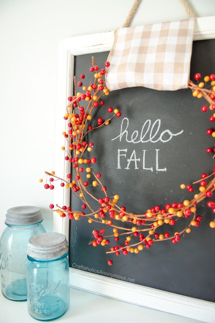 DIY Fall Craft Idea :: Simple Fall Chalkboard with Fall wreath