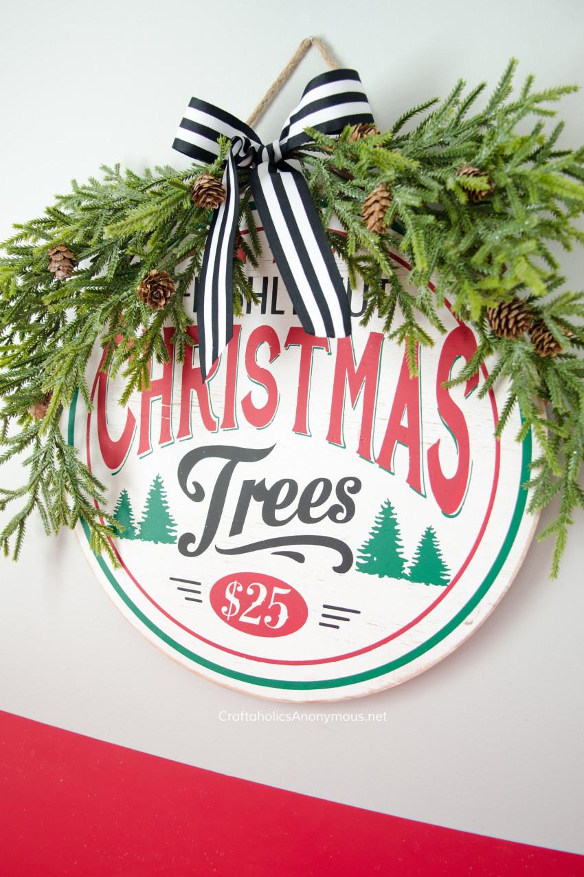 Christmas Vignette :: Farmhouse Christmas sign