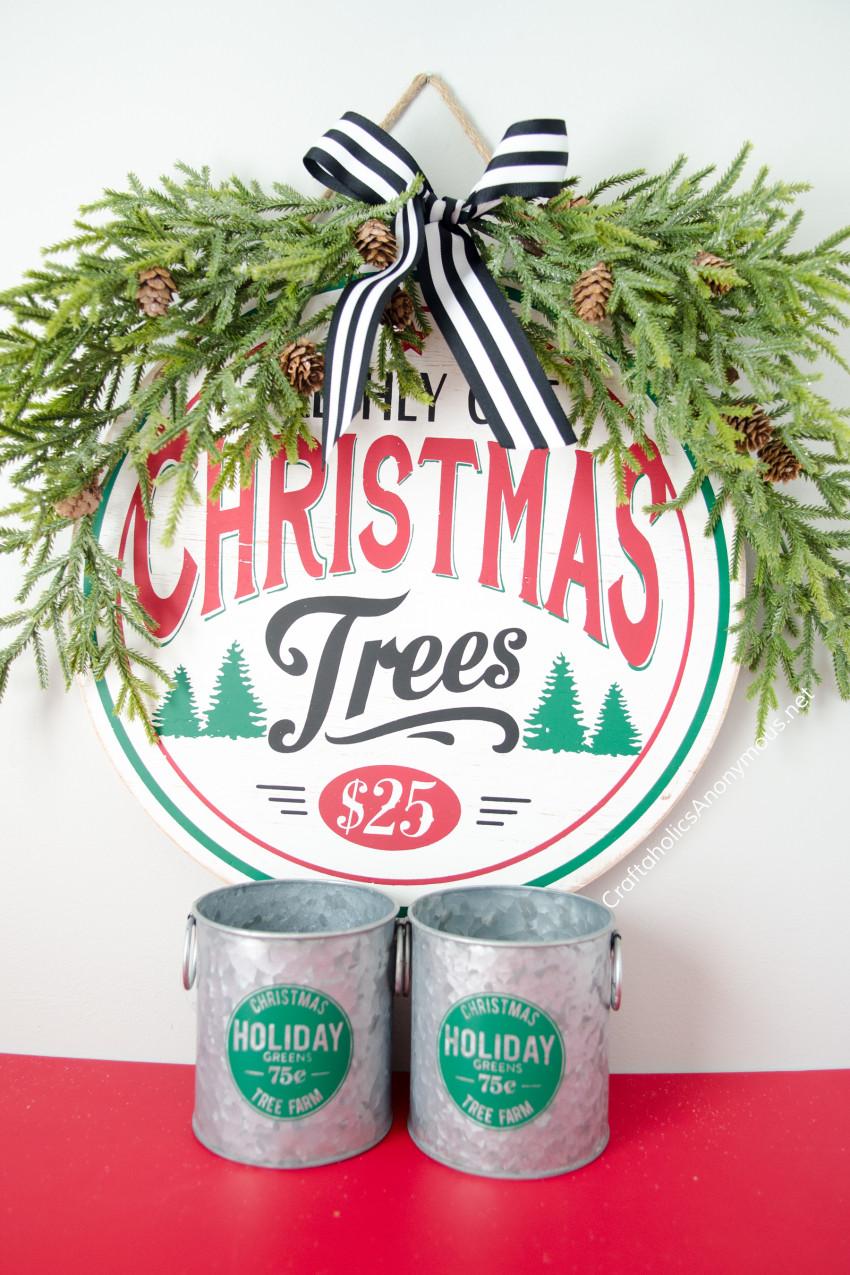 Christmas Decor Vignette :: Farmhouse Christmas Sign